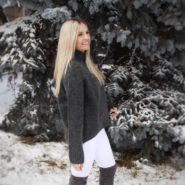 All this snow calls for endless chunky knit sweaters! Lovinghellip